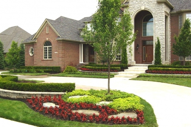 Fascinating Large Front Yard Landscaping Ideas The Garden Inspirations Large Front Garden Ideas Image