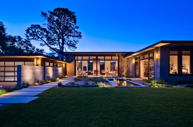 Stylish Classy House With U Shaped Design And Beautiful Entry Courtyard Classy House Designs Photo