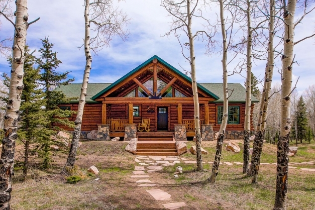 Gorgeous Log Cabin Kits Let You Build Your Dream Mountain Retreat Curbed Log Cabin Build Photo